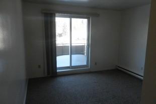 Lasalle Blvd Like new Junior 1 bedroom apartment