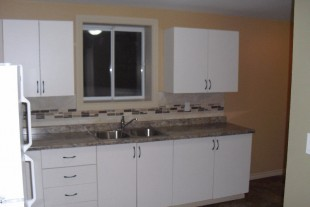 Bright 3 bedroom unit, ASK ABOUT THE DECEMBER SPECIAL