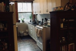 Bright and spacious 2 bedroom,steps to downtown!