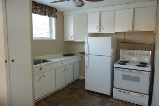 $775 1 bdr+Den Apt 378 King Street 5 steps to Bus Stop 705-698-7587