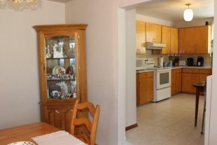 GREAT 3 BEDROOM FOR RENT AVAILABLE IMMEDIATELY $1575 plus hydro