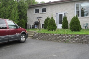 1 BDRM APT. MOONLIGHT BEACH AREA AVAIL. MAY1ST 900 ALL INCL..