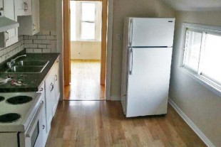 Upper 2 bedroom — West end — All Inclusive *Laundry/Parking*