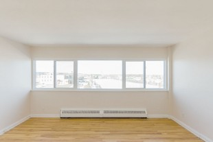 Bright 2 Bedroom Apartment Near Downtown
