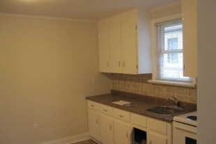 1 BDRM APT CARUSO CLUB AREA….$900 ALL INCL, AVAIL. AUGUST 1ST