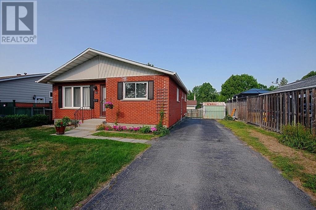 bright 3 bedrooms/ main floor of house for rent! perfect location